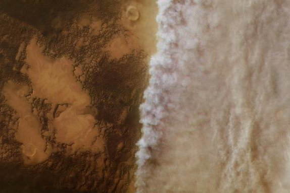 Rolling dust storm clouds on Mars featured in new ESA photo