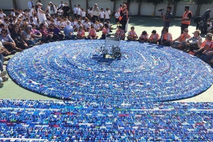 A school in Saudi Arabia broke a Guinness World Record when it assembled a chain of323,103 plastic bottle caps. Photo courtesy of Guinness World Records