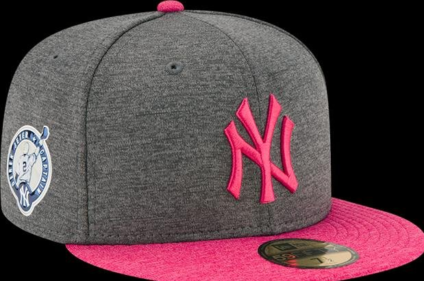 Derek Jeter  New York Yankees captain honored with team hats - UPI.com fd0fc27c43c