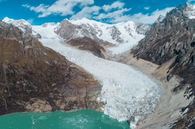 As glaciers melt faster and faster, glacial lakes in the Himalayan region are swelling, increasing flood risks, according to new research. Photo by Heng Li
