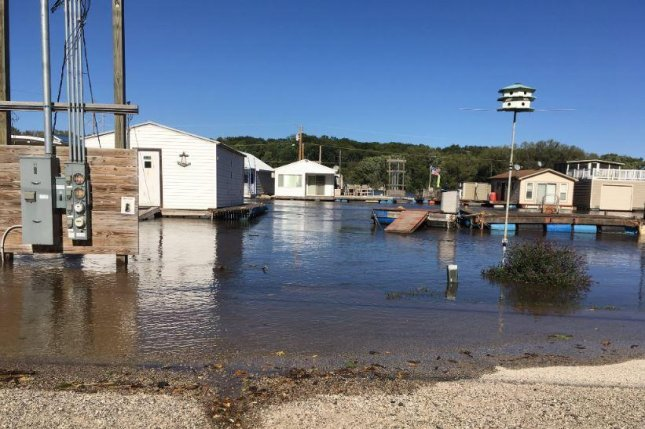 Iowa Wall Sawing Service : Barriers berms sandbags holding back the floodwaters in