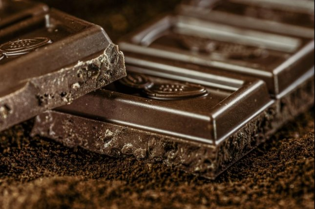 Dark chocolate consumption reduces stress levels and inflammation, and improves mood, memory and immunity, according to two studies. Photo by AlexanderStein/Pixabay