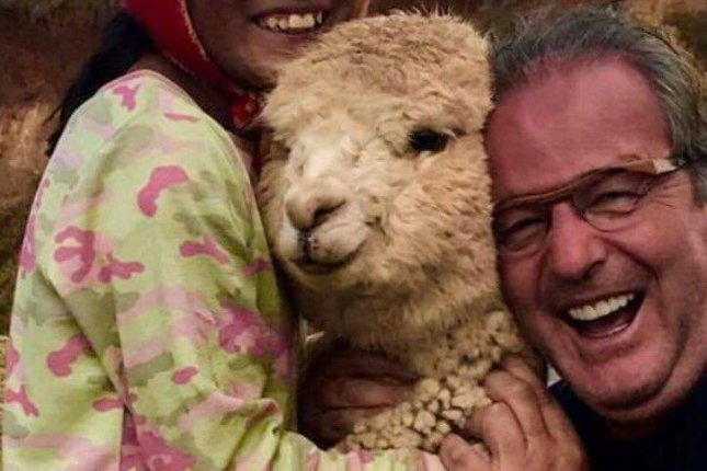 This man loves alpacas. Photo by @beavs/Twitter