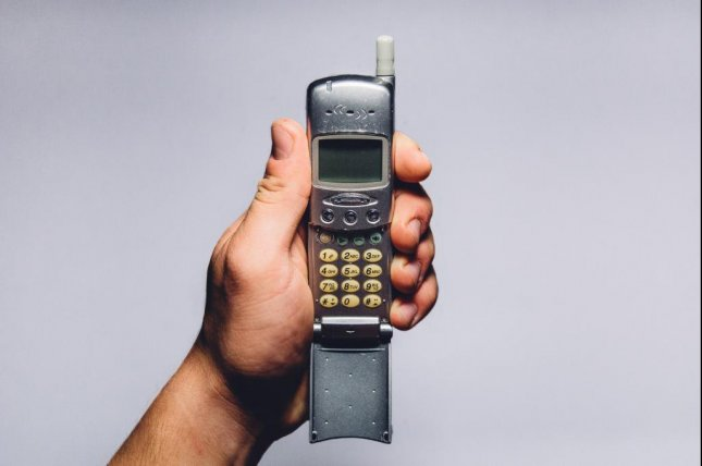 A Utah-based company is offering $1,000 for a person willing to trade in their smartphone for an old flip phone for one week. Photo by Tookapic/Pexels.com
