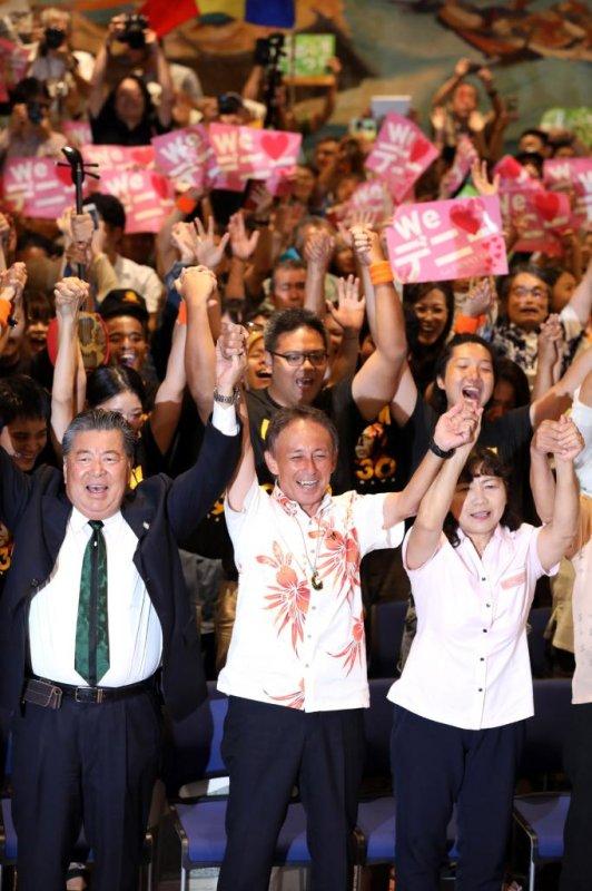 denny tamaki son of u s marine becomes governor of okinawa on