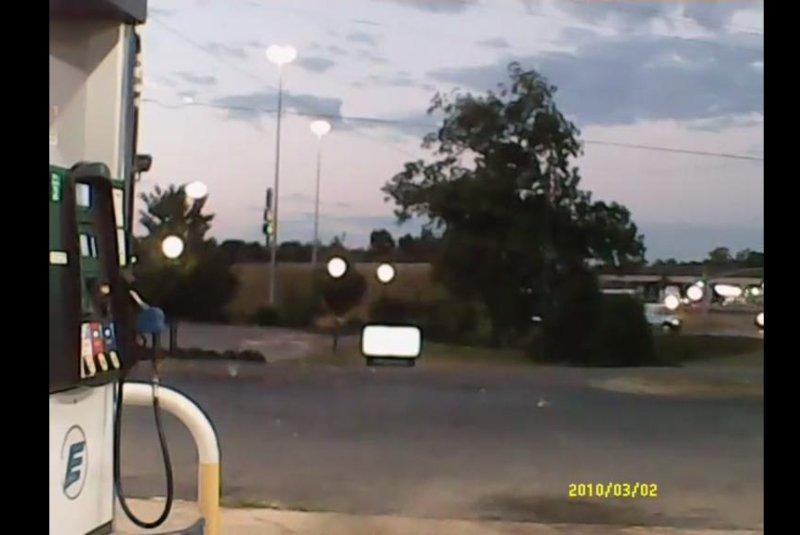 A fireball streaks across the early morning sky in Mississippi. Screenshot: Storyful