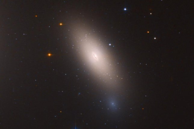 """Hubble captures new image of two colliding galaxies"""""""