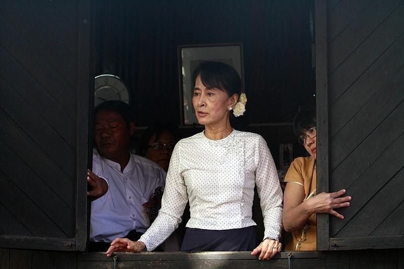 Aung San Suu Kyi speaks to supporters in Yangon, Myanmar, 17 January 2012. (Photo by Htoo Tay Zar/OpenMyanmar/Wikimedia)