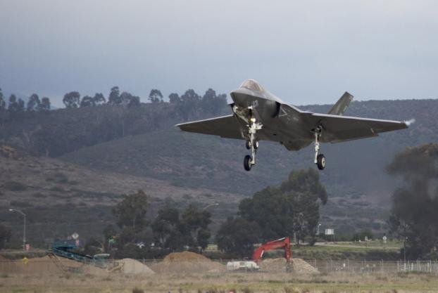 Lt. Col. Cedar Hinton, Marine Fighter Attack Squadron 314 commanding officer, lands a F-35C fighter plane at Marine Corps Air Station Miramar on March 20, 2020. Photo by Sgt. Dominic Romero/U.S. Marine Corps