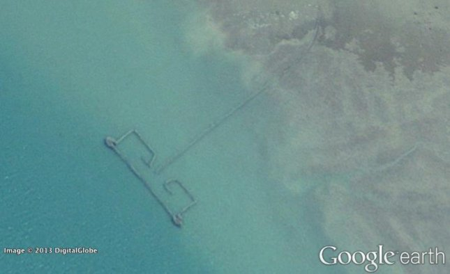 Researchers used Google Earth images to estimate the number of fishing weirs, above, along the Persian Gulf. Using these numbers they were able to estimate the catch numbers for the region, which they said could be largely underreported. (Credit: Google Earth)