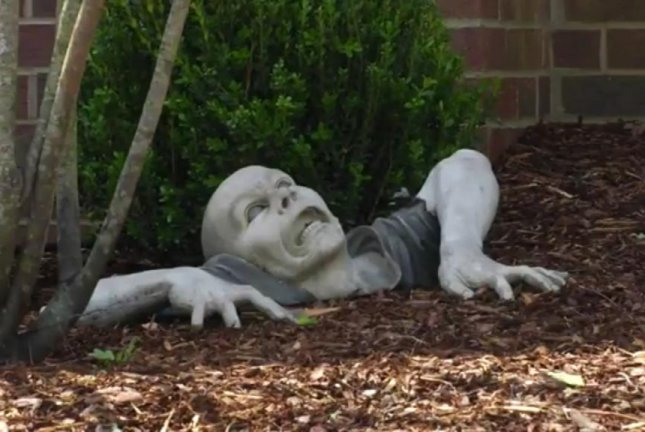 Watch Homeowners Association Bristles At Zombie Statue Upi Com