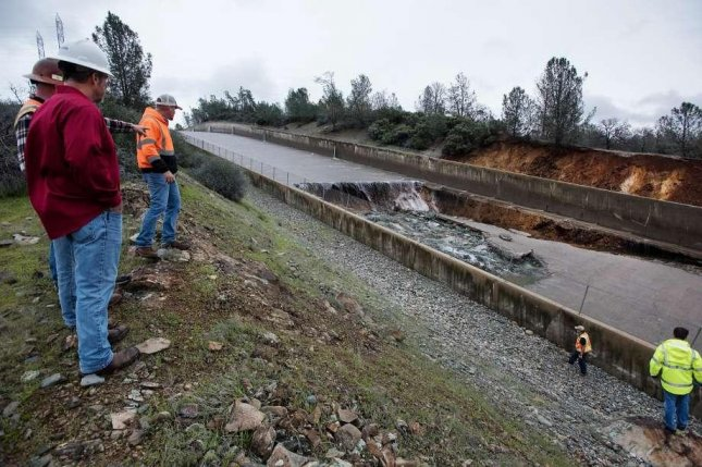 Watch: Oroville Dam spillway damage creates torrent in California