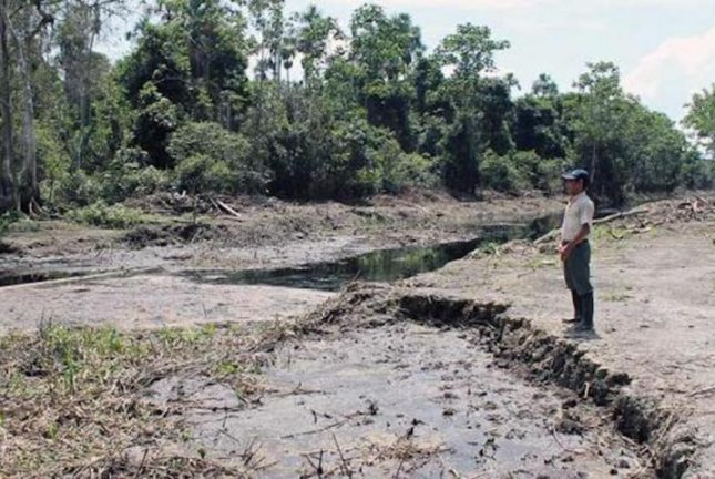 Researchers say more work needs to be done to identify and track the environmental risks faced by indigenous communities, like those living near the site of the Norperuano pipeline oil spills in Peru. Photo by Cristina O'Callaghan Gordo/ISGlobal