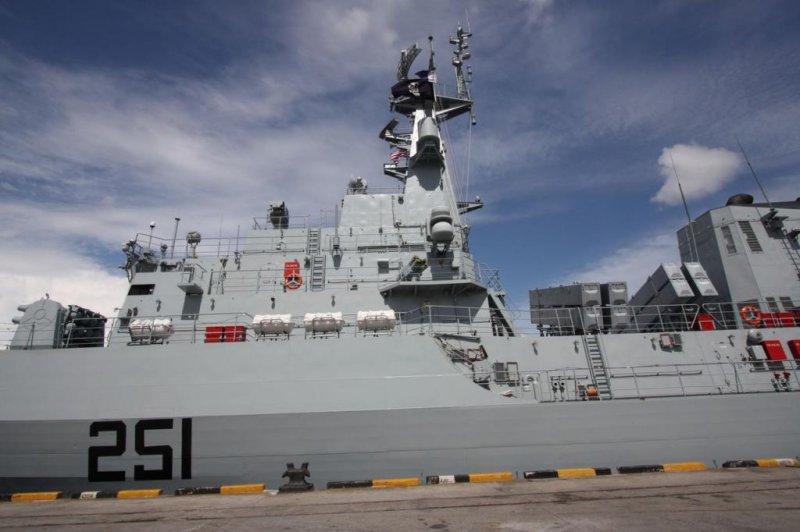 Pakistani frigate PNS Zulfiqar (CC/ wikimedia.org/ M.H. Keong)