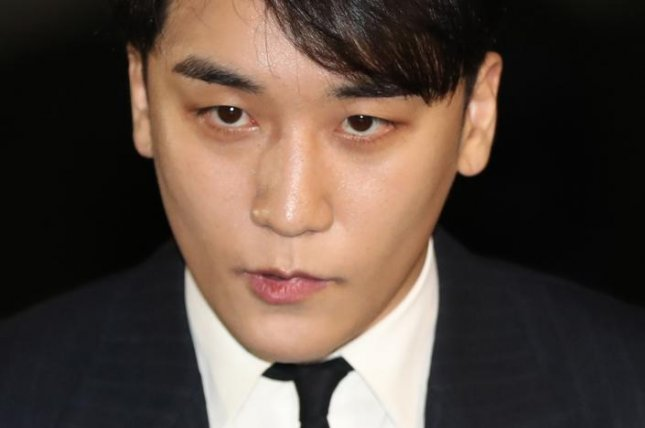 Seungri, a member of popular boy group Big Bang, appears at the Seoul Metropolitan Police Agency on February 27 to undergo questioning on suspicions that he circulated narcotics and attempted to buy sexual services for potential foreign investors. Photo by Yonhap