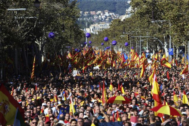 Thousands gathered in the streets of Barcelona on Sunday to express support for unity in Spain and Catalonia. Photo by Javier Etxezarreta/European Pressphoto Agency