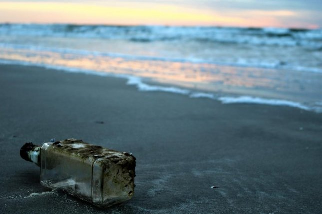 A New York state woman walking on a Long Island beach found a message in a bottle launched by a high school class 47 years earlier. Photo by 8249023/Pixabay.com
