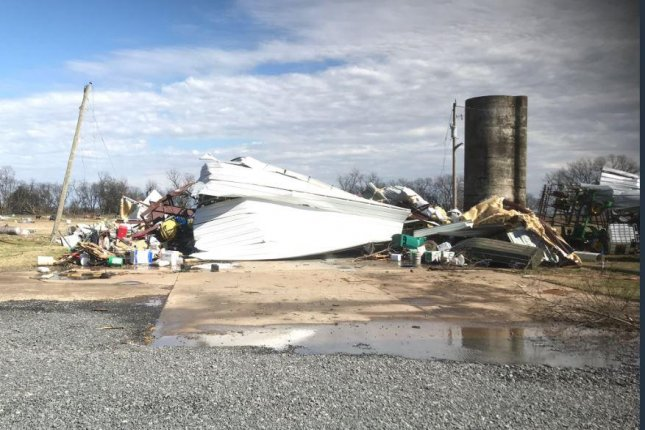 EF-1 strength tornado reported in Arkansas, no serious inuries