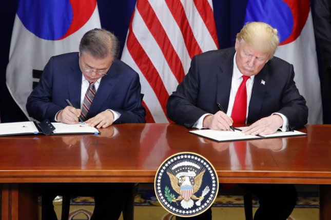 South Korean President Moon Jae-in (L) and US President Donald J. Trump (R) sign the official document on the revised free trade agreement (FTA) between the two allies at Lotte New York Palace in New York, New York, USA, on Sept. 24, 2018. Photo by Yonhap/EPA-EFE