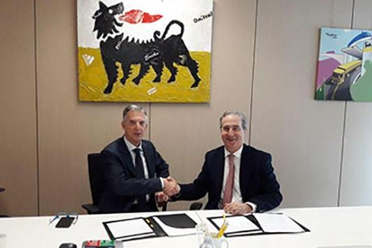 Eni Chief Refining & Marketing Officer Giuseppe Ricci (L) and COREPLA President Antonello Ciotti have signed an accord to explore ways to produce hydrogen from waste plastics. Photo courtesy Eni