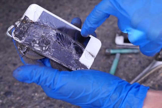 Watch: iPhones used as brakes in a Porsche 911 - UPI com