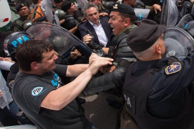 Argentine police struggle to control a crowd of supporters of ex-President Cristina Fernandez de Kirchner outside the courthouse where she appeared Monday to testify in her own defense in a corruption trial. Photo courtesy of Cristina Fernandez de Kirchner