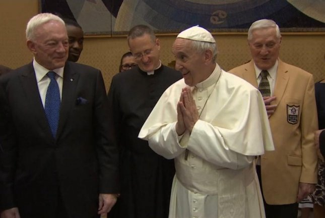 Dallas Cowboys owner Jerry Jones (L) and a Pro Football Hall of Fame delegation met with Pope Francis (R) at the Vatican on Wednesday. Photo courtesy of FOX4/Twitter