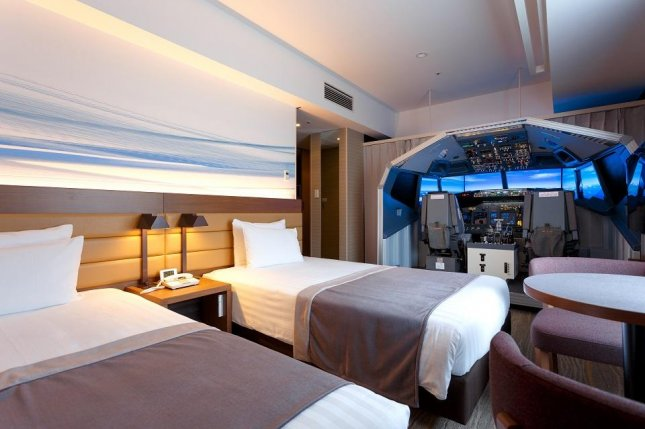 A Tokyo hotel is offering an unusual room with a Boeing 737-800 flight simulator installed next to the beds. Photo courtesy of the Haneda Excel Hotel Tokyu