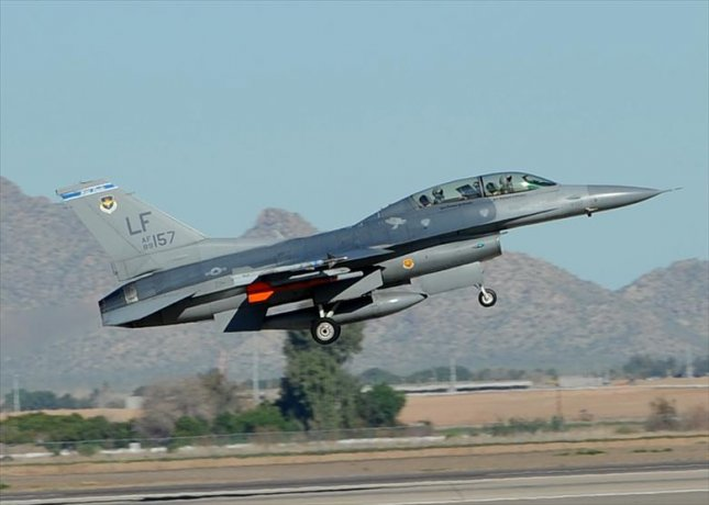 A F-16 Fighting Falcon takes off at Luke Air Force Base in Arizona, where pilots from Taiwan are trained to fly the aircraft. Photo by Airman 1st Class Devante Williams/U.S. Air Force