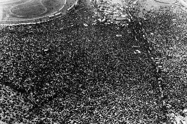 Aerial view of a crowd of rock fans, estimated at 300,000 to 500,000, gathered at Altamont Speedway for a rock concert by the Rolling Stones and other musical groups on December 6,1969. File photo by UPI