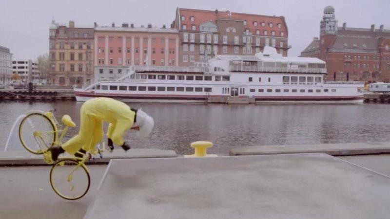 The Hovding air bag deploys as a cyclist's head falls toward the concrete. Hovding Sverige/YouTube video screenshot