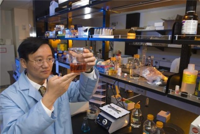 Y.H. Percival Zhang, a VT professor of biological systems engineering, leads effort to create hydrogen fuel from plants. Credit: Virginia Tech