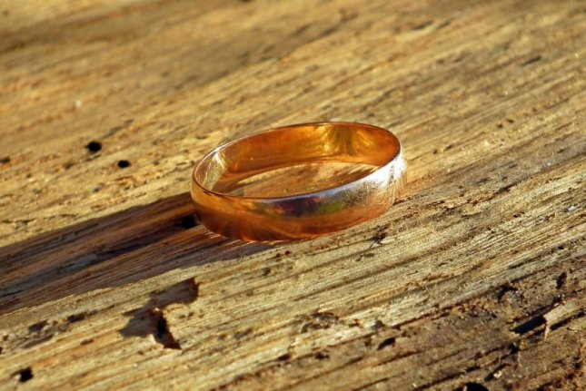 A wedding ring, not the same ring pictured here, was found inside a purse purchased from a Goodwill store in Nebraska. Photo byMrGajowy3/Pixabay.com
