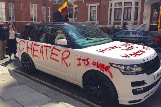 A Range Rover in London was given some spray-paint alterations by a jilted lover. Photo by @kloidaaa/Twitter