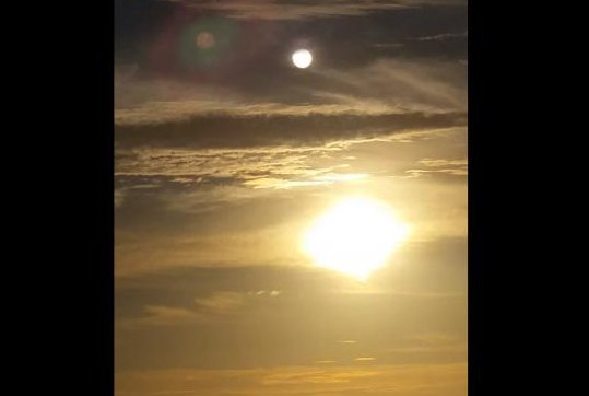 A mysterious planet -- or, more likely, a sundog -- recorded in the sky over Florida. Melissa Huffman/YouTube video screenshot