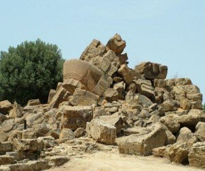 The remains of the Agrigento Temple of Zeus, via Clemensfranz on Wikimedia Commons.