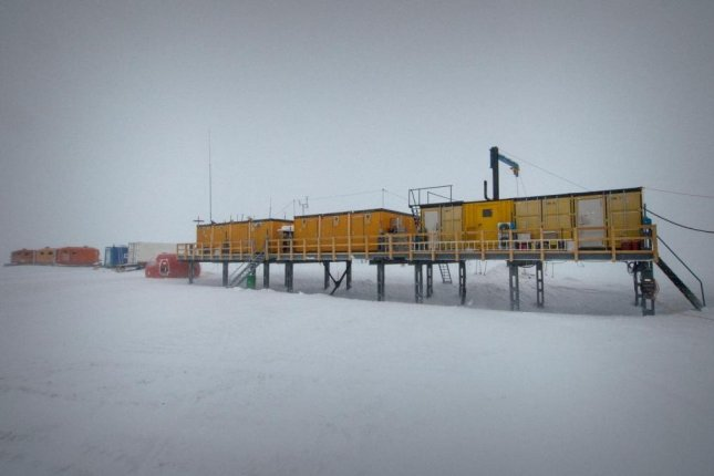 Researchers collected snow containing the rare element iron-60 near the Kohnen Station, a container settlement in the Antarctic. Photo by Martin Leonhardt/Alfred-Wegener-Institut