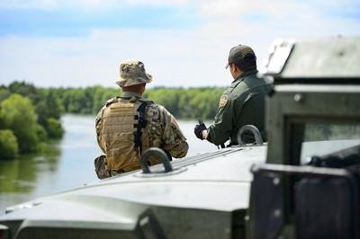 A member of the Texas National Guard and a U.S. Customs and a Border Protection agent discuss the border security mission on the shores of the Rio Grande River in Starr County, Texas, on April 10, 2018. Photo by Sgt. Mark Otte/Texas Army National Guard/Joint Chiefs of Staff