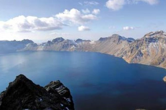 North Korea declared Mt. Paektu a special tourism zone in April, and a China-based travel agency is offering a tour package that will allow travelers to run a course around the mountain range. File photo by Yonhap