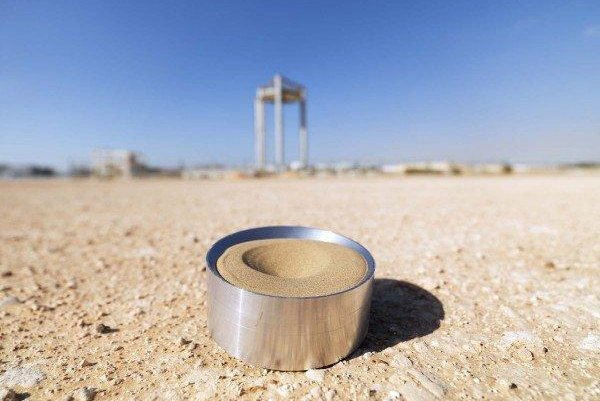 Researchers say the high heat capacity of UAE desert sand make it an ideal materials for concentrated solar power technologies. Photo by Masdar Institute of Science and Technology