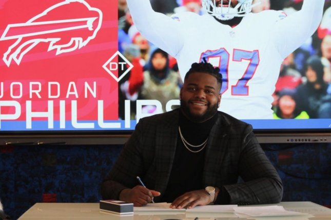 Jordan Phillips signed a one-year contract extension with the Buffalo Bills on Tuesday. Phillips played the final 12 games of the 2018 season with Buffalo after being waived by the Miami Dolphins. Photo courtesy of the Buffalo Bills/Twitter.