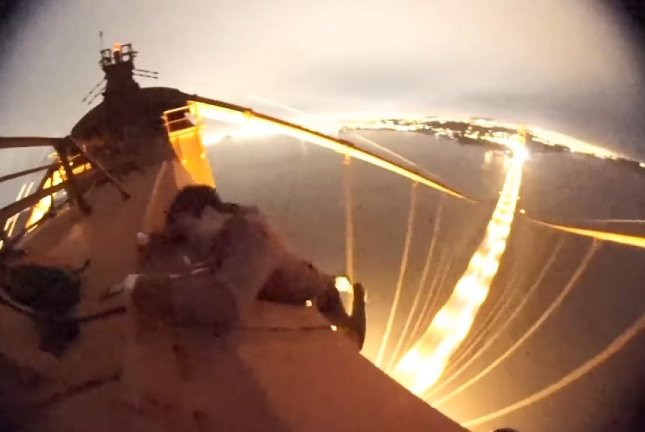Daredevils climb to top of San Francisco's Golden Gate Bridge