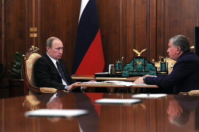 Russian President Vladimir Putin (L) hears 2016 investment plans from the director of state oil company Rosneft. Photo courtesy of the Office of the Russian President.