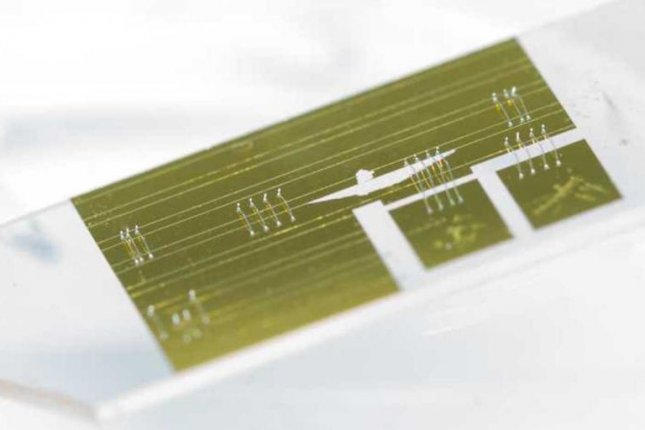 The new spectrometer measures approximately two square centimeters, allowing it to fit on a computer chip. Photo by ETH Zurich/Pascal A. Halder