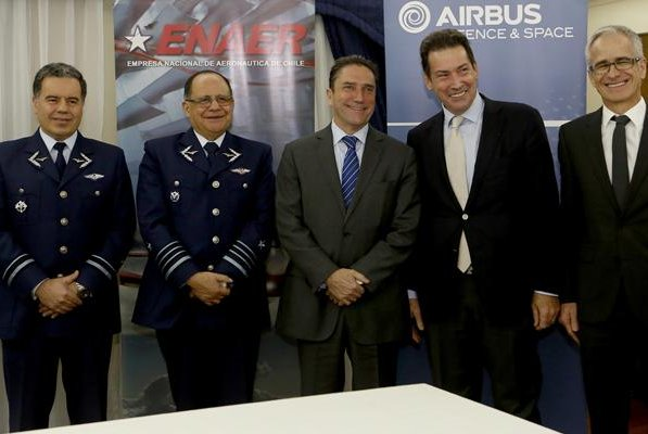 The signage follows several agreements between the government of Chile and other defense industry giants, including a contract with Lockheed Martin to produce spare parts for C-130 aircraft. Photo by the Chilean Ministry of National Defense