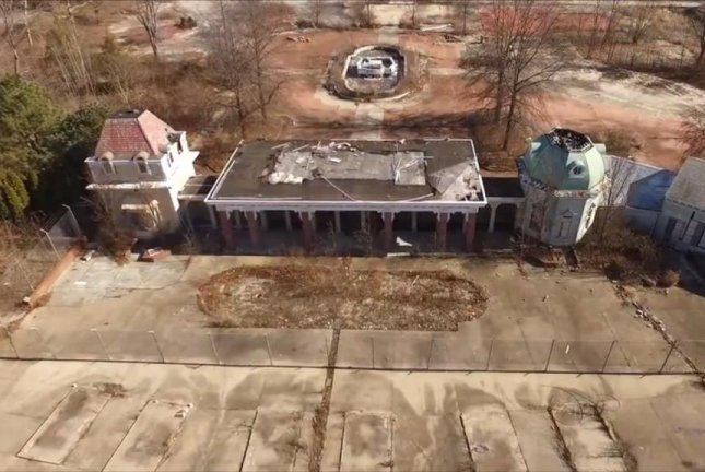 The entrance to the abandoned Geauga Lake theme park in Ohio. Screenshot: Storyful