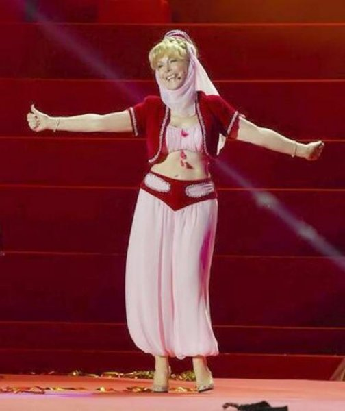 Barbara Eden tweeted photo of herself wearing her iconic 'I Dream of Jeannie' costume.
