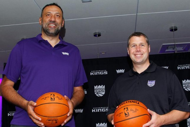 Kings extend contracts for Divac, Joerger through 2020