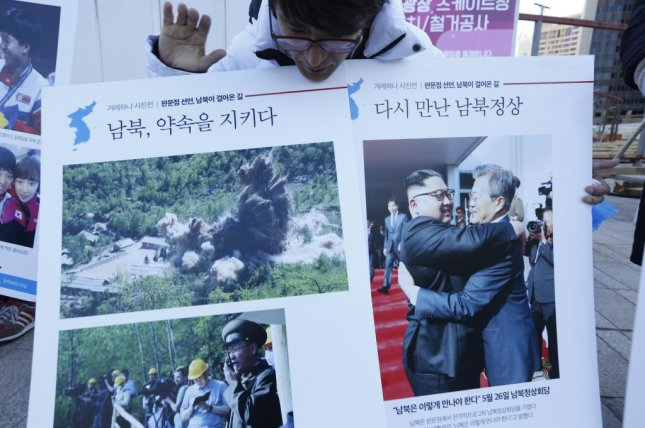 A South Korean holds up a postcard with a hopeful message pertaining to welcoming North Korean leader Kim Jong Un's possible visit to South Korea, in front of the Seoul City Hall in Seoul, South Korea, on Dec. 7, 2018. South Korea's unification ministry said on Monday that it is still possible for North Korean leader Kim Jong Un to visit South Korea before the end of this year. Photo by Jeon Heon-kyun/EPA-EFE