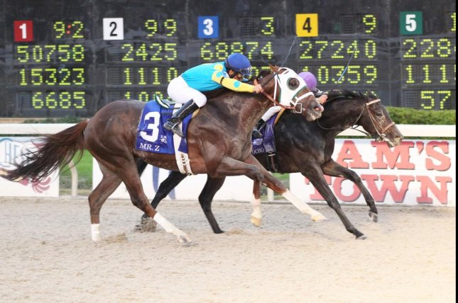Ocho Ocho Ocho (inside) just does defeat Mr. Z in the $1 million Delta Downs Jackpot for 2-year-olds. (Delta Downs photo)